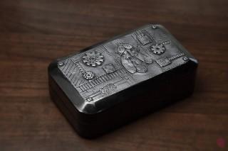 Krabička steampunk s mouchou